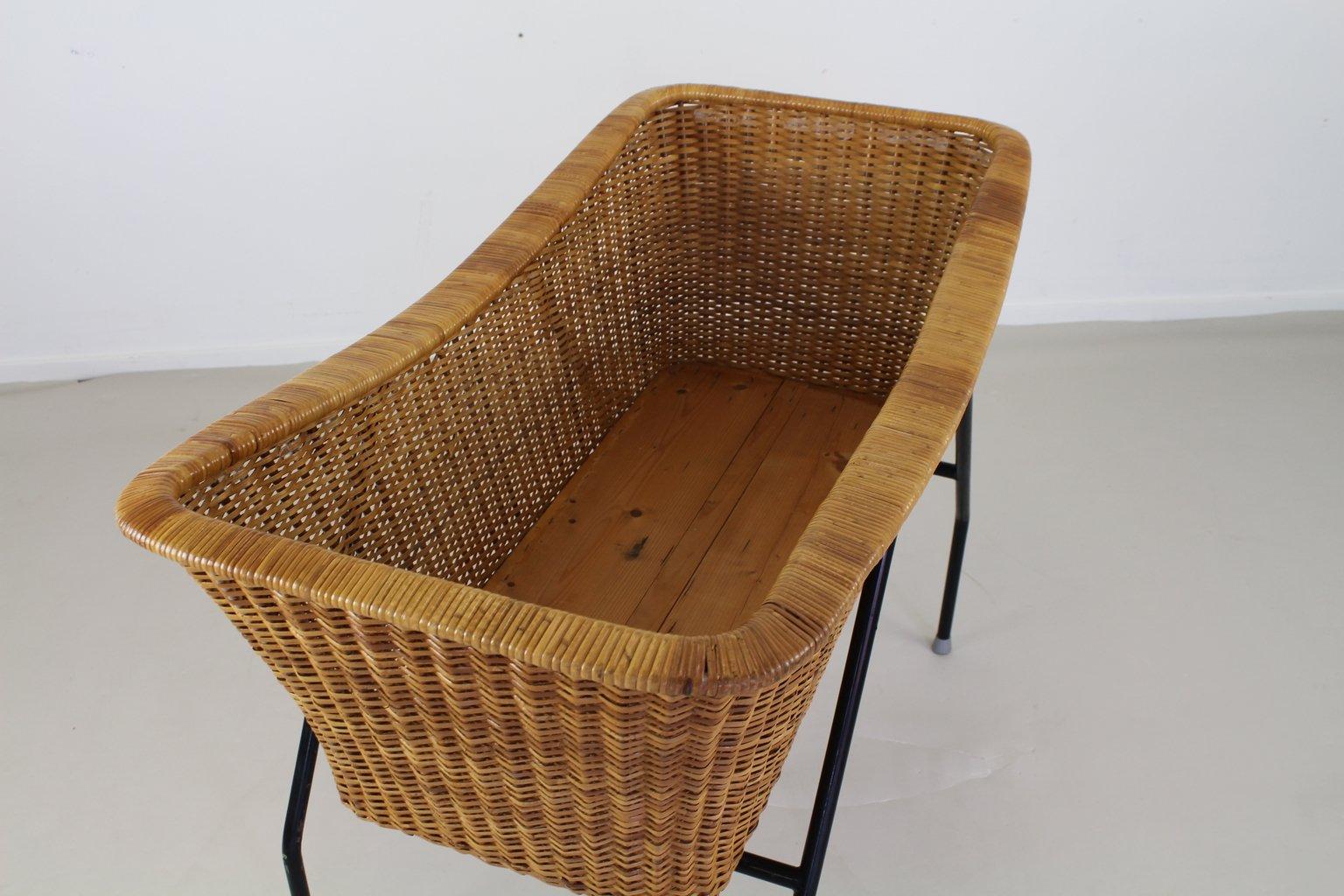 Rattan bassinet