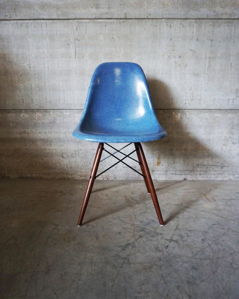 blue dsw chair by charles ray eames 1950s. Black Bedroom Furniture Sets. Home Design Ideas