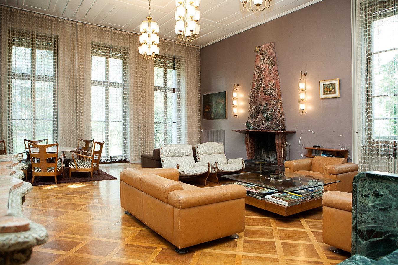 Villa arredamenti milano divano bub italia edouard with for Villa arredamenti