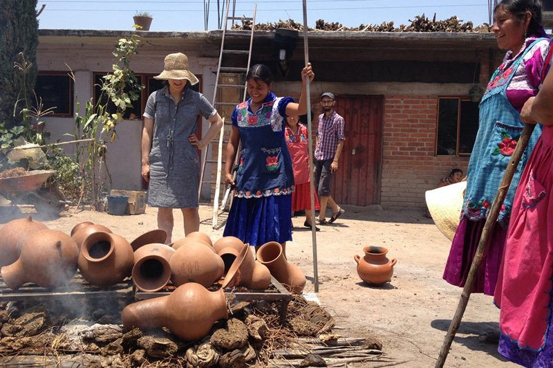 Ovalle and the ceramists in Oaxaca
