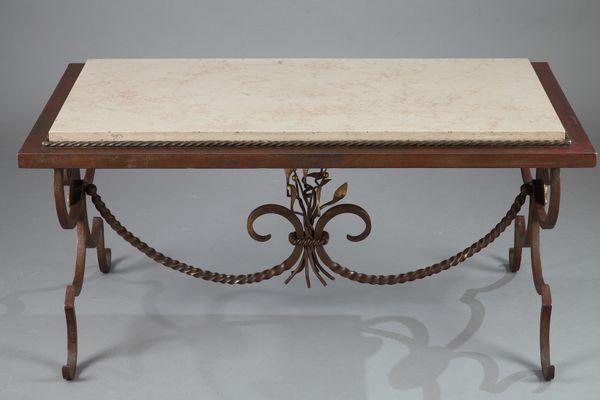 Tavolino da caffè in ferro battuto dorato e marmo, anni \'50 in ...