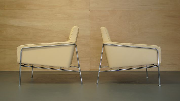 Vintage Cream Leather Series 3300 Lounge Chair by Arne Jacobsen