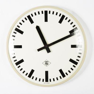 Finest awesome grande horloge murale de telenorma electric s with grosse horloge murale design for Grosse horloge design