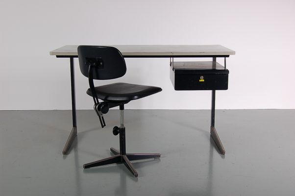 schwarzer metall schreibtisch und stuhl set von friso kramer f r ahrend de c rkel 1960er. Black Bedroom Furniture Sets. Home Design Ideas