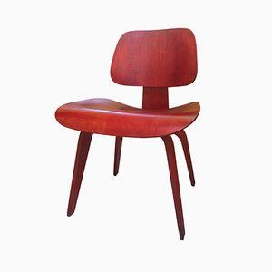 Chaise, Modèle DCW, en Aniline Rouge par Ray et Charles Eames pour Herman Miller