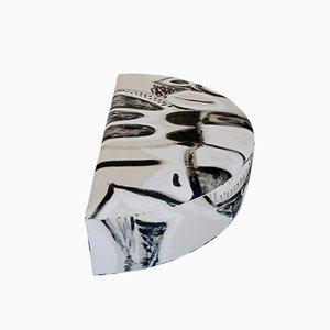 Halbrundes Schwatz & Weißes Kissen von Naomi Clark für Fort Makers