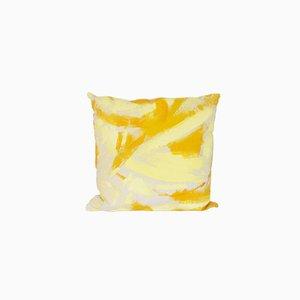 Cuscino quadrato bicolore giallo dipinto a mano di Naomi Clark per Fort Makers