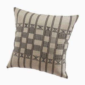 Minna Kissen in Hellgrau von Nzuri Textiles