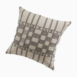 Minna Kissen in Naturweiß von Nzuri Textiles