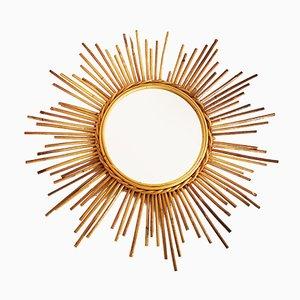 Französischer Vintage Spiegel mit Rattanrahmen in Sonnenoptik
