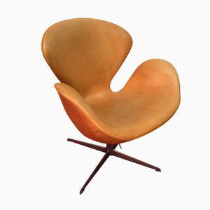 Swan Chair aus Braunem Leder von Arne Jacobsen für Fritz Hansen, 1965