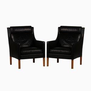 Dänische Schwarze 2431 Ledersessel mit Eichenholz Beinen von Børge Mogensen für Fredericia Furniture, 1970er, 2er Set