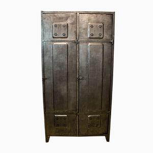 Vintage Stahl Spind mit Zwei Türen und Geblümten Lüftungsöffnungen