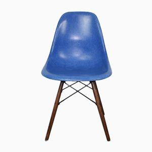 Blauer Medium DSW Stuhl von Ray & Charles Eames für Herman Miller, 1960er