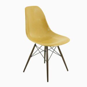 Ockerfarbener Vintage Stuhl von Charles und Ray Eames für Vitra