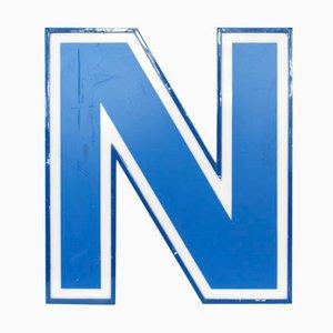 Lettera N luminosa bianca e blu, anni '70