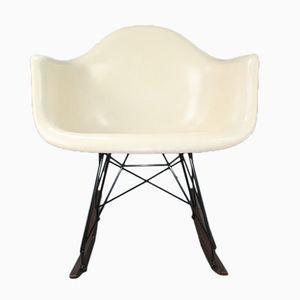 Weißer RAR Schaukelstuhl von Charles & Ray Eames für Herman Miller, 1960er