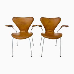 Series 7 Leder Armlehnstühle von Arne Jacobsen für Fritz Hansen, 1967, 2er Set