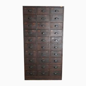 armoire pharmacie en ch ne royaume uni 1930s en vente. Black Bedroom Furniture Sets. Home Design Ideas