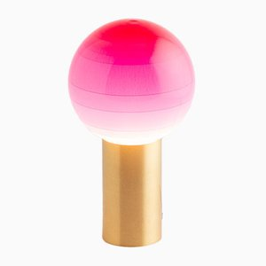 Dipping Light in Pink von Jordi Canudas, 2017
