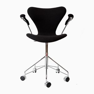 Vintage Series 7 Number 3217 Chair by Arne Jacobsen for Fritz Hansen