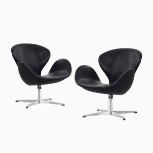 Swan Chairs by Arne Jacobsen for Fritz Hansen, 1963, Set of 2