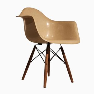 DAW Chair in Beige by Charles and Ray Eames for Herman Miller, 1960s