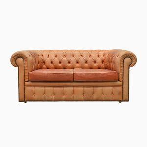Englisches Rosé-Cognacfarbenes Leder Chesterfield Zwei-Sitzer Sofa, 1960er