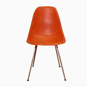Korallenroter Stuhl von Charles & Ray Eames für Herman Miller