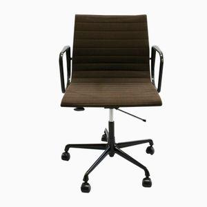 Drehbarer Schreibtischstuhl EA 117 von Charles und Ray Eames für Vitra