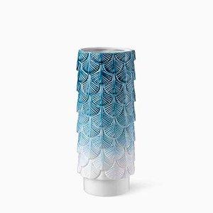 Vaso Plumage bianco e blu pallido decorato a mano di Cristina Celestino per BottegaNove