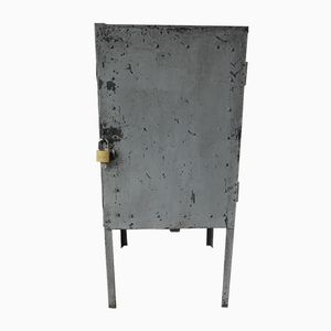 Industrieller Stahlschrank auf Füßen mit Türe, 1960er