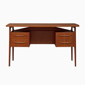 Kleiner Dänischer Teak Schreibtisch von Luno Mobler, 1960er