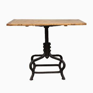 Tavolino con piedi in ghisa, anni '20