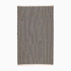Opticals Teppich von Begum Cana Ozgur für Form&Seek