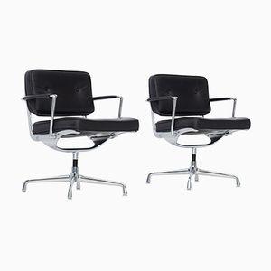 Chaises de Bureau Intermediate Mid-Century en Cuir Noir par Charles & Ray Eames, Set de 2