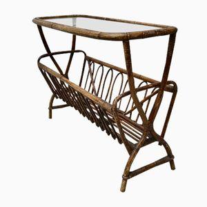 Tavolino vintage con portariviste in vimini e vetro