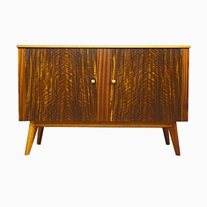 Australisches Mid-Century Walnuss Sideboard von Morris of Glasgow