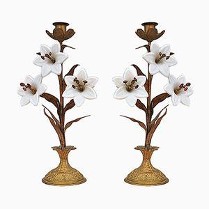 Antike Kerzenhalter mit Weißen Lilien, 2er Set
