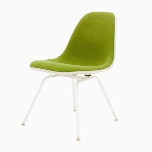 Sedia vintage verde di Charles & Ray Eames per Vitra, anni '50