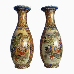 Vasi in porcellana con pitture smaltate, Cina, anni '50, set di 2