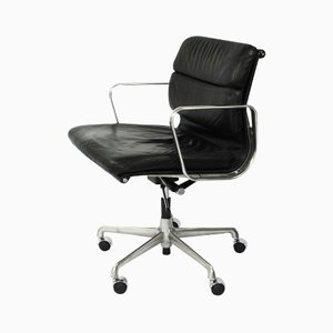 EA217 Soft Pad Management Desk Chair by Charles and Ray Eames for Herman Miller