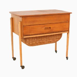 Table de Couture Vintage avec Panier