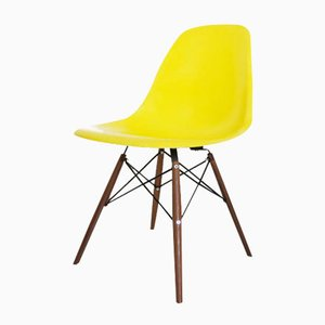 Vintage DSW Chair by Charles and Ray Eames for Herman Miller