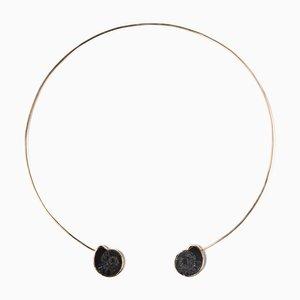 Collier de Manchette Noire en Ammonite par Sara Beltrán