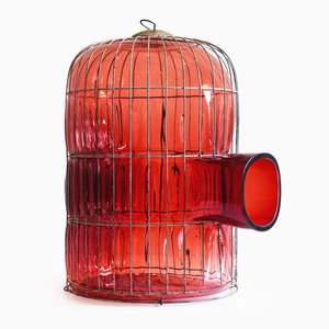 Out of the Cage, Modèle Rouge 2, par Gala Fernandez