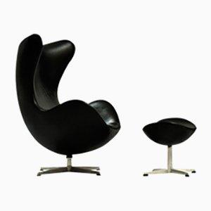 Egg chair e ottomana di Arne Jacobsen per Fritz Hansen
