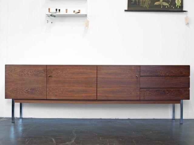 langes sideboard aus palisander chrom 1970er bei pamono. Black Bedroom Furniture Sets. Home Design Ideas