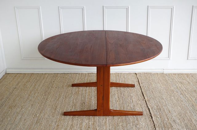 Vintage scandinavian teak round table with retractable for Table bar retractable