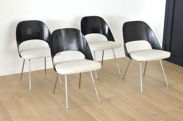 Chaises de salle manger en bois par eero saarinen pour for Salle a manger annee 1960
